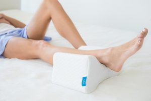Importance of knee pillow for side sleepers